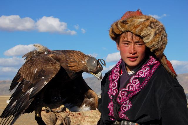 Рубрика: Казахская одежда.  Ваш отзыв.  Казахи использовали в изготовлении одежды шелк, мех, парчу, войлок...